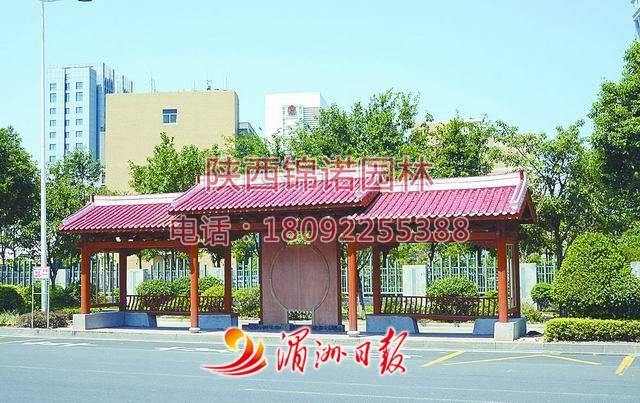 防腐木公交站